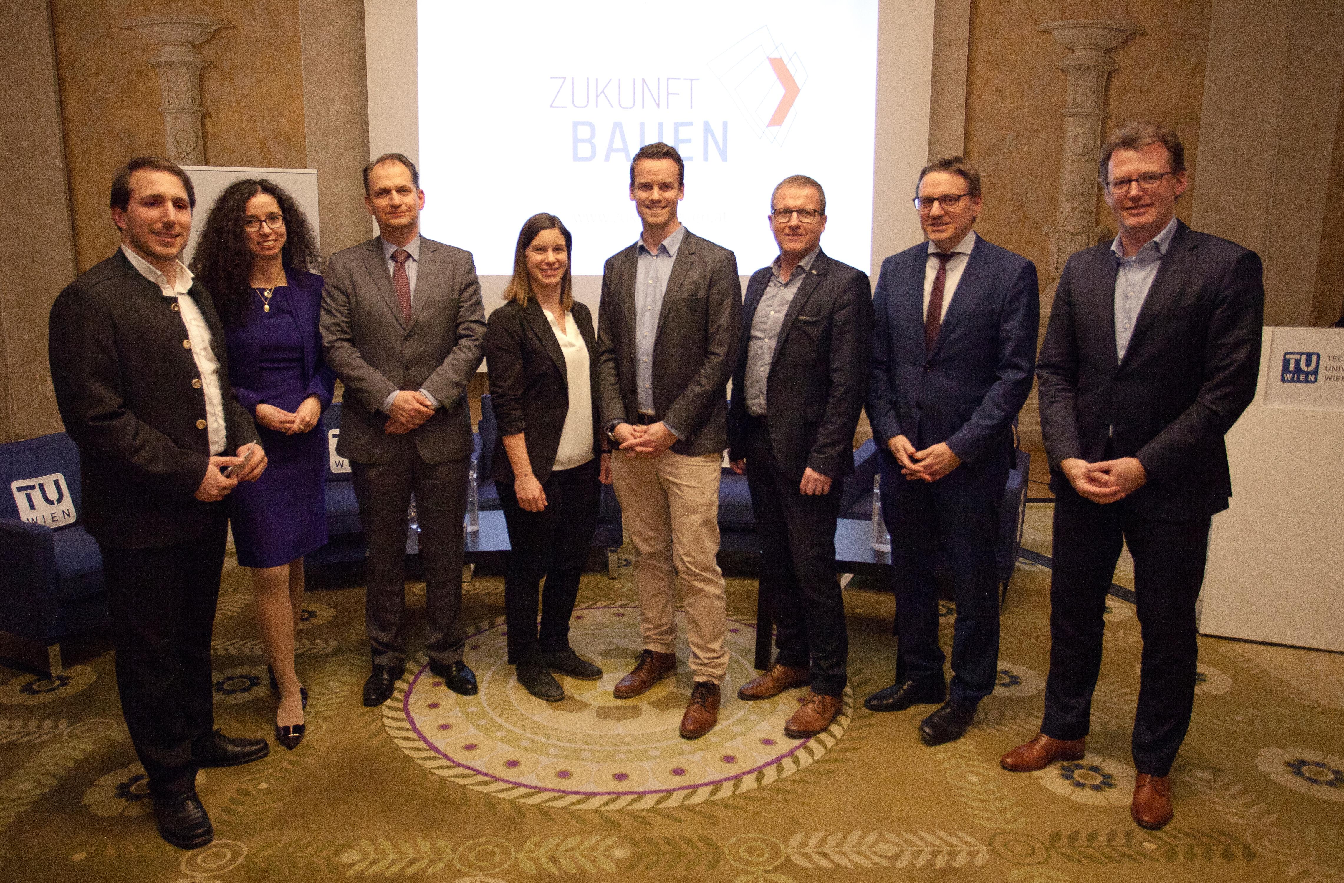 Vorstand des Vereins Zukunft Bauen mit Podiumsgästen und Moderator (v.l.n.r.: Winkler, Wachter, Reckerzügl, Piskernik, Balla, Graf, Goger, Höhne)